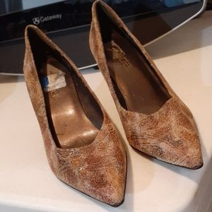 Classis Pumps by Moda. 9.5. Pointed toes
